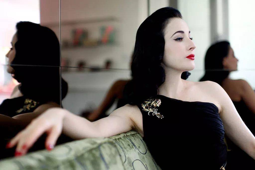 Dita Von Teese:47岁的她,是世界上所有成年男性最魂牵梦绕的女人