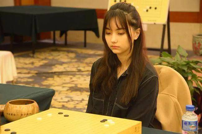 美女棋手黑嘉嘉 —— 千年仅一人