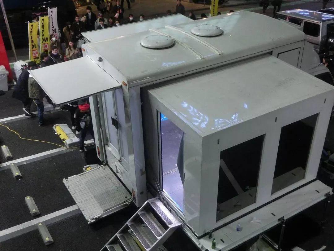 魔镜号:它虽然载过2700多名美女,但是从不上高架