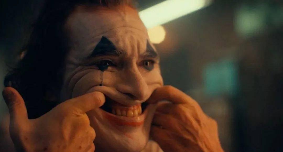 樱井彩:小丑哭了,世界开始搞笑了