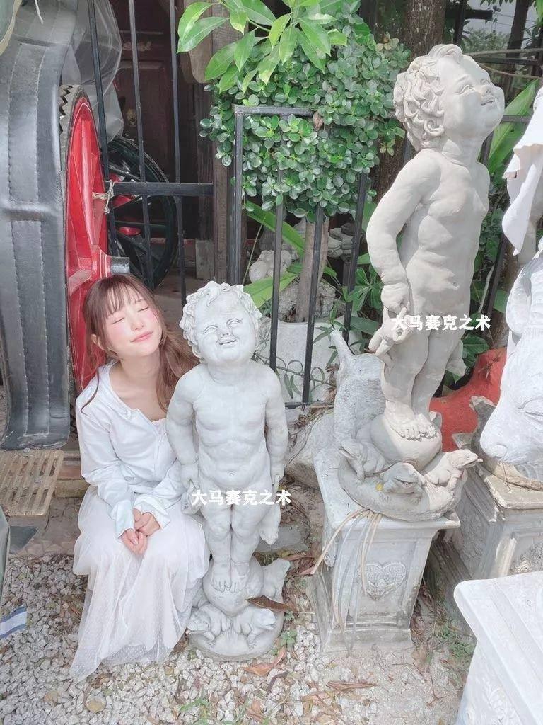 天使萌:是魔女装成了天使,还是天使堕落成魔女?